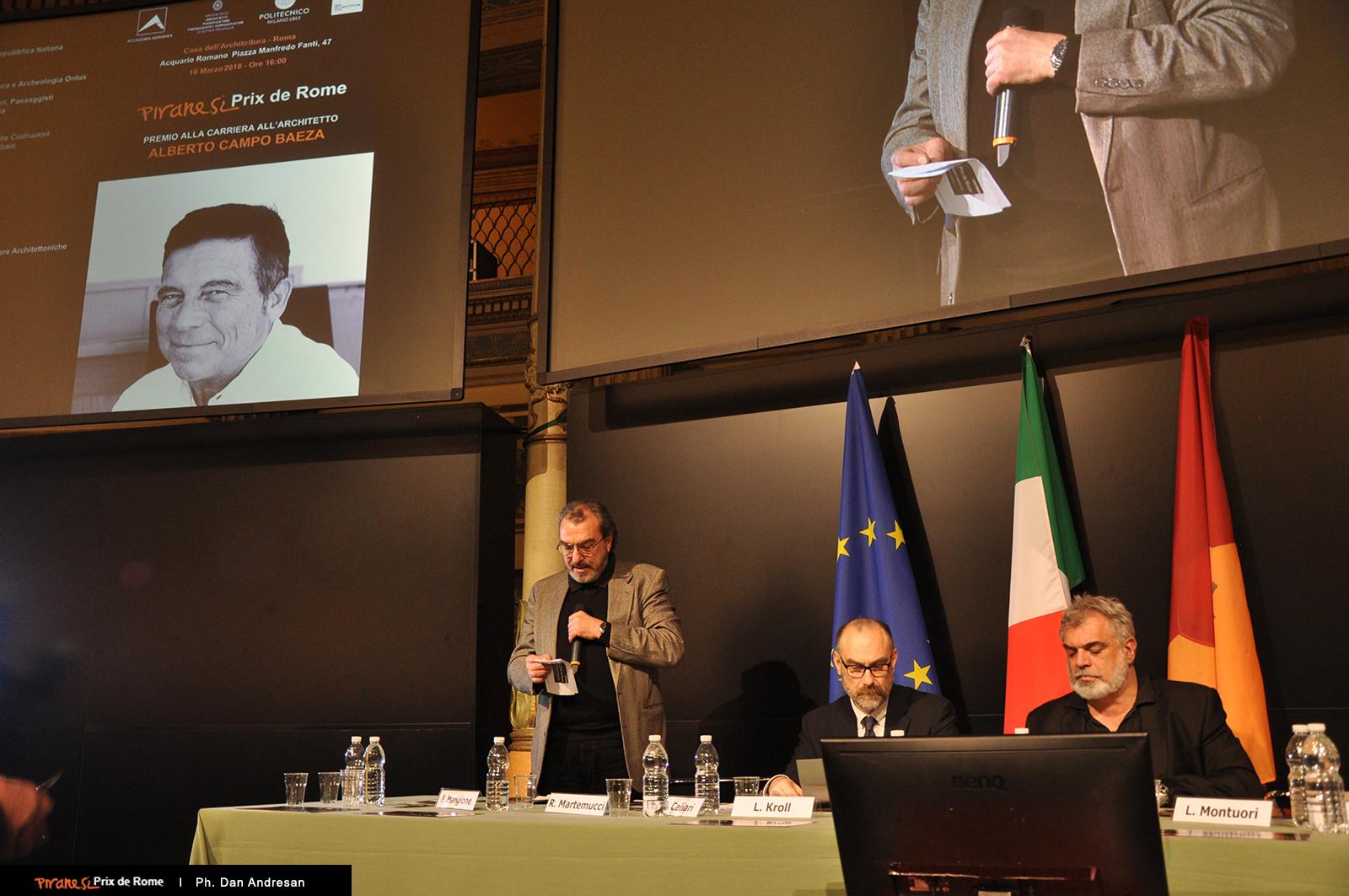 Intervento di Romolo Martemucci. Alla sua destra, Flavio Mangione e P.F. Caliari