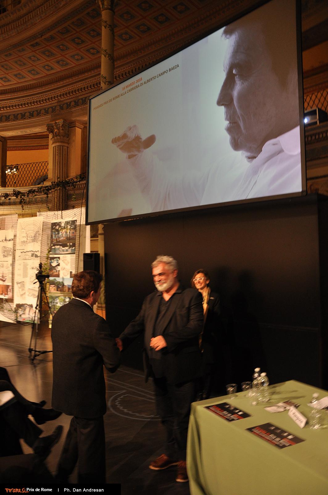 Pier Federico Caliari si congratula con  Alberto Campo Baeza