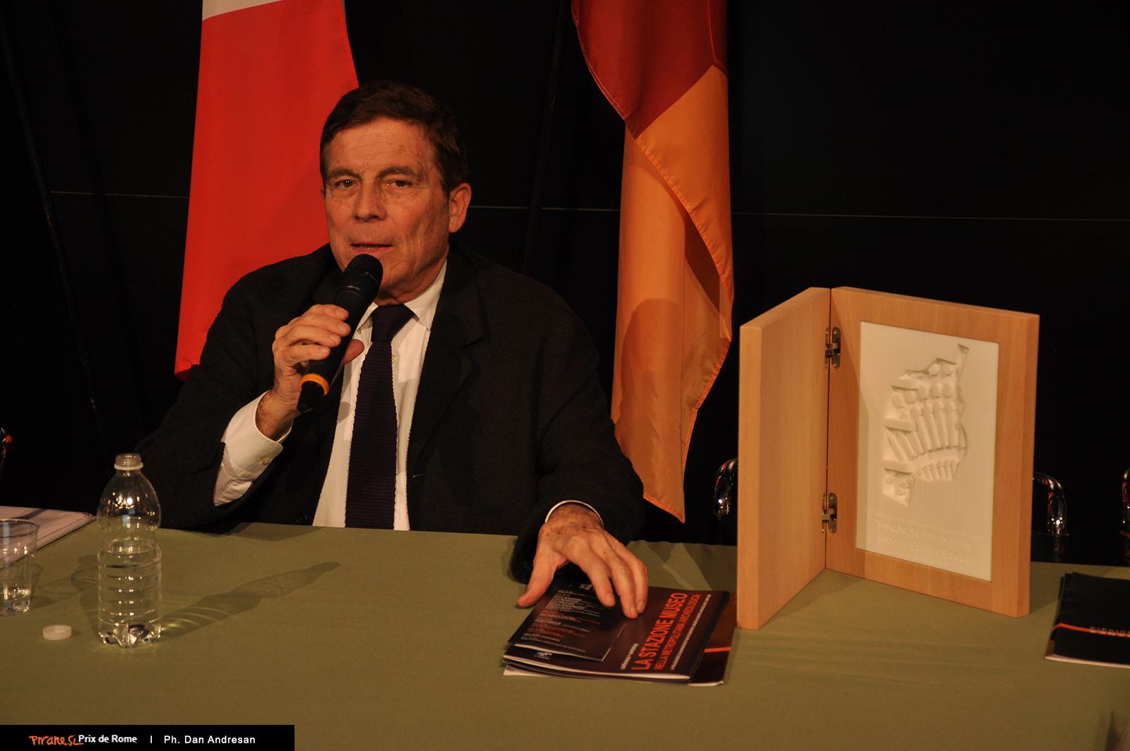 Alberto Campo Baeza risponde alle domande dalla platea