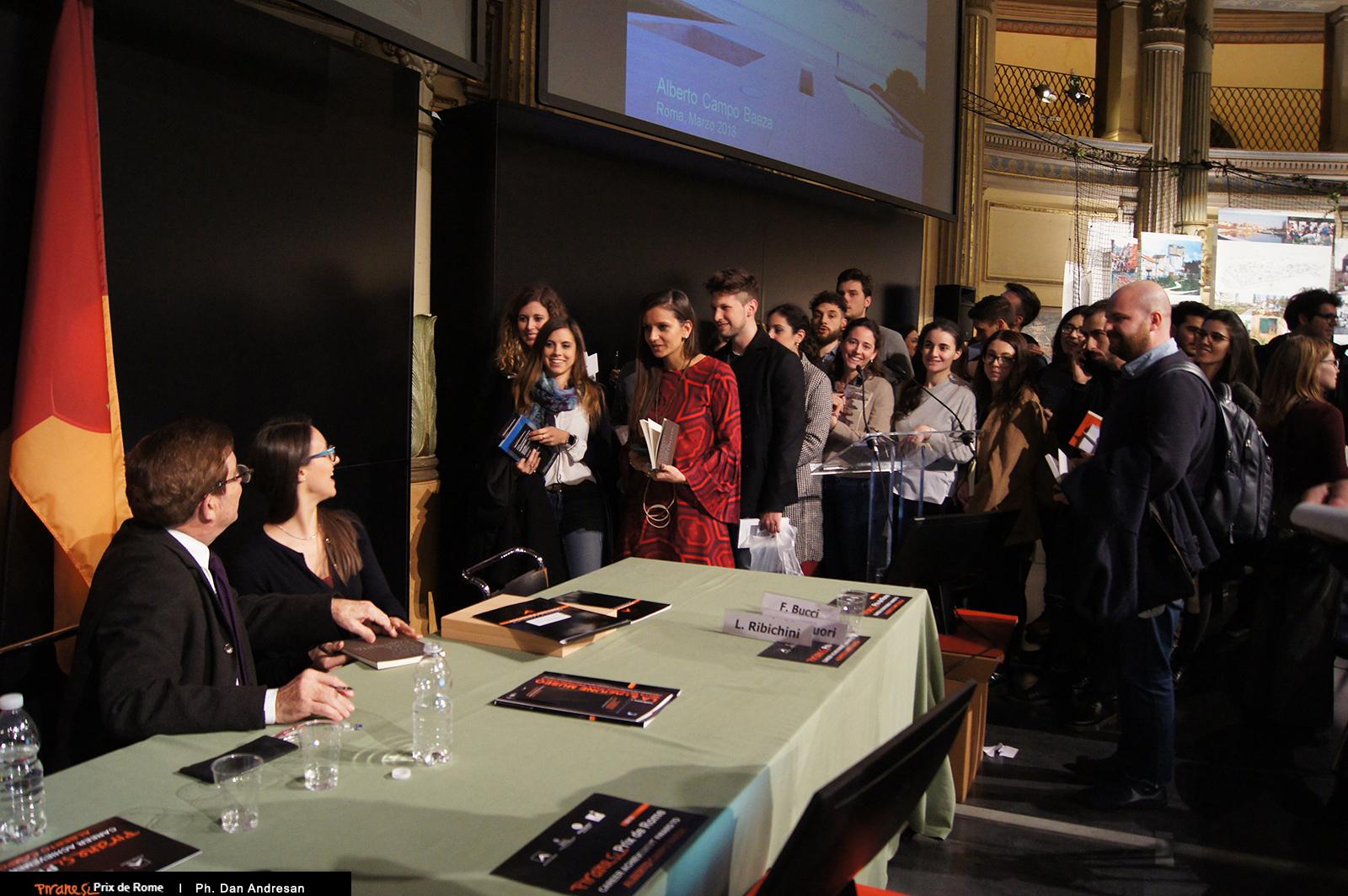 Alberto Campo Baeza con i suoi giovani ammiratori